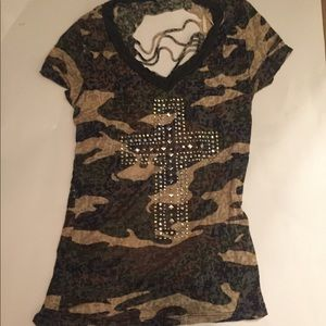 Camp tee with cut up back